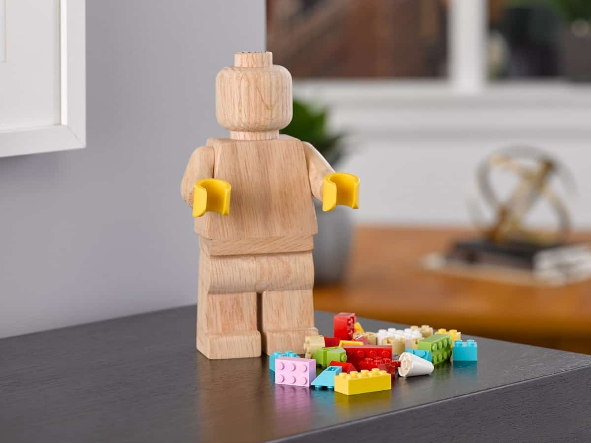 lego 853967 wooden minifigure scaled
